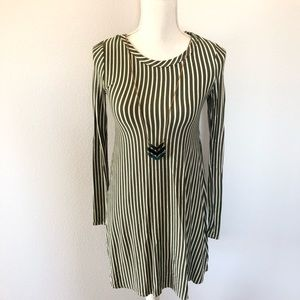 Dresses & Skirts - Long sleeve fitted dress size small